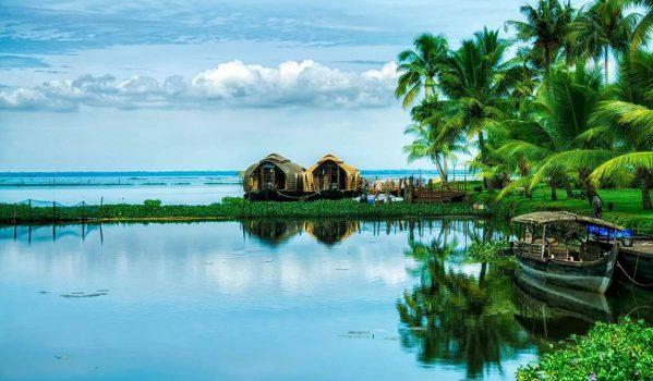 Houseboats in wonderful lake